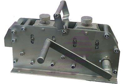 Инструмент для выпрямления полосы и прута